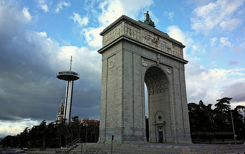 Faro de Moncloa / Moncloa Lighthouse